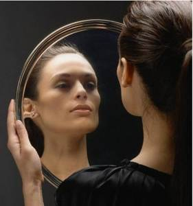 Sabes de qué color es un espejo